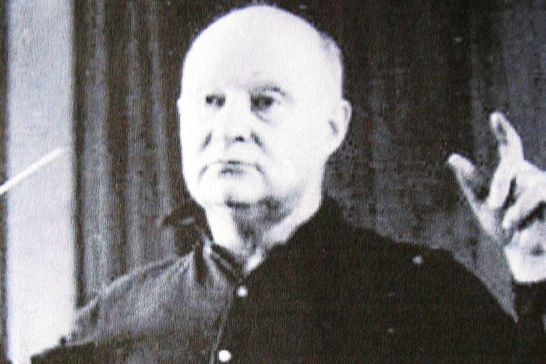 Der Musiker und Komponist Paul Hindemi...s 1935 in der Ortsmitte von Lenzkirch.  | Foto: Archiv haderer