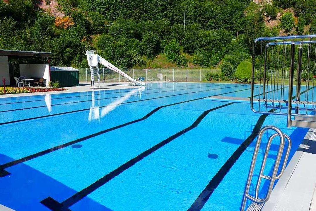 Für 1,2 Millionen Euro hat Lenzkirch das Freibad sanieren lassen.  | Foto: Ralf Morys