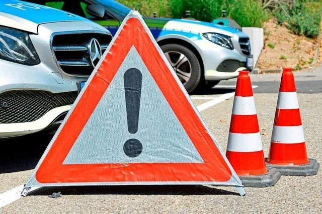 Fahrer kommt auf der Autobahn bei Lörrach von der Straße ab