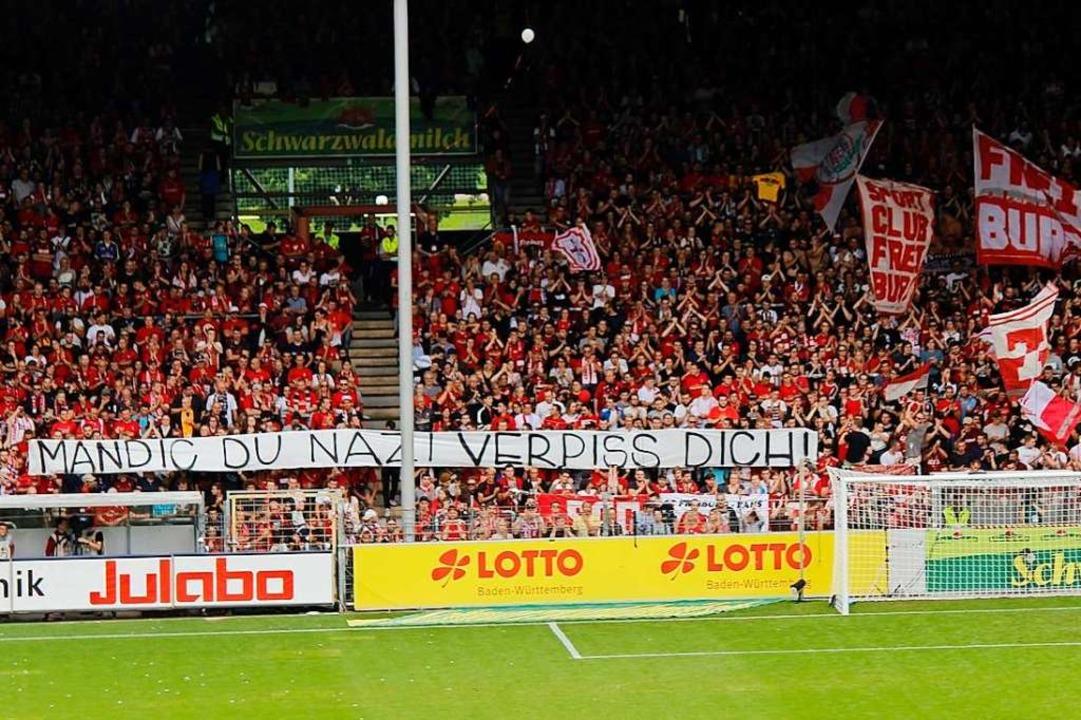Das Banner im August 2019 im Dreisamstadion in Freiburg.  | Foto: Corrillo