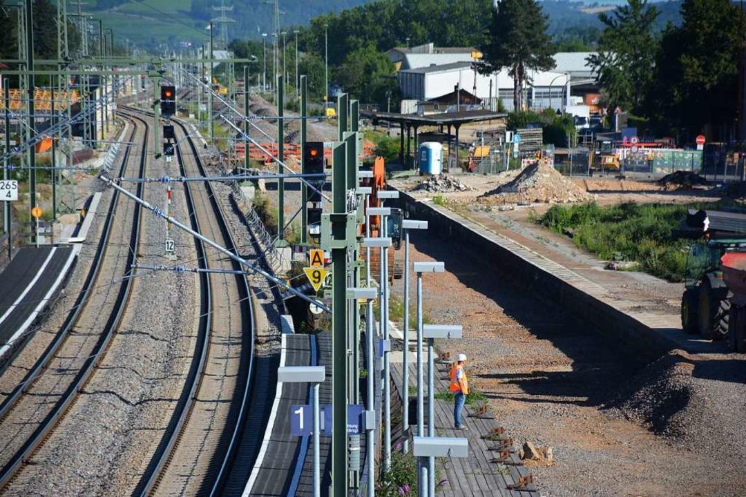 Im Weiler Stadtteil Haltingen werden derzeit das dritte und vierte Gleis gebaut.  | Foto: Hannes Lauber