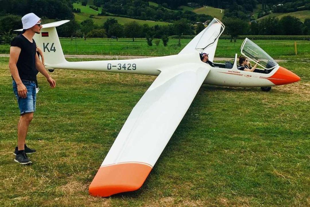 Im doppelsitzigen Segelflugzeug geht e...#8211; sie dürfen auch selbst steuern.  | Foto: Gina Kutkat