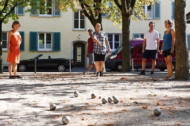 Auf Freiburgs Boule-Plätzen sind auch Neulinge willkommen