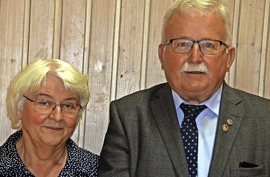 Hannelore und Georg Lebtig wurde eine ...enmitgliedern der Ortsgruppe ernannt.   | Foto: Christiane Sahli