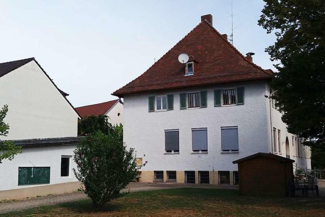 Ortsvorsteher Günter Hammer würde gern...ichael-Denzlinger-Haus  prüfen lassen.  | Foto: Thomas Jäger