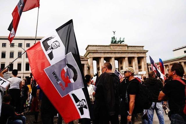 Auflagen nicht eingehalten: Polizei löst Corona-Demo in Berlin auf