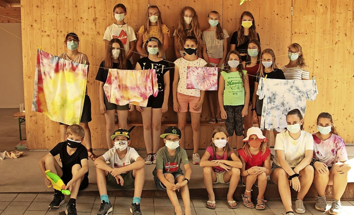 15 Kinder gestalteten beim Sommerferie...Umkircher Pfarrgarten bunte T-Shirts.   | Foto: Mario Schöneberg