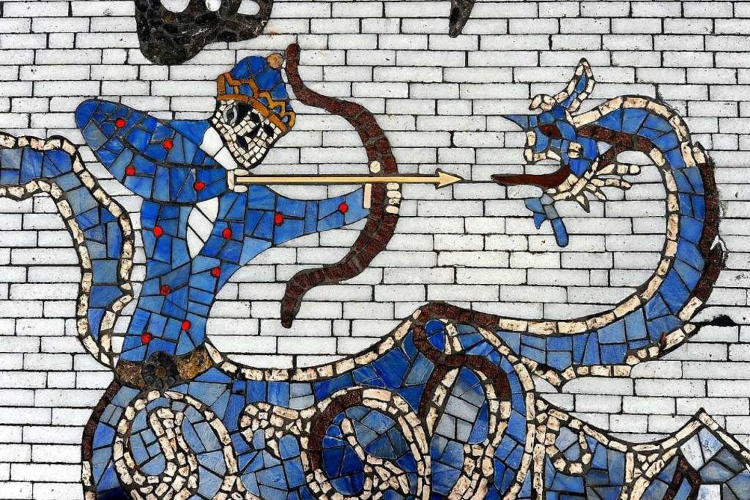Teil des Mosaiks für die Partnerstadt Isfahan vor dem Rathaus in der Innenstadt  | Foto: Ingo Schneider