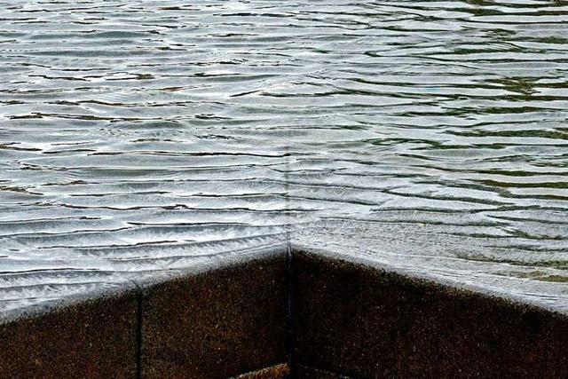 Korrekturen am Synagogenbrunnen sind für Oktober geplant