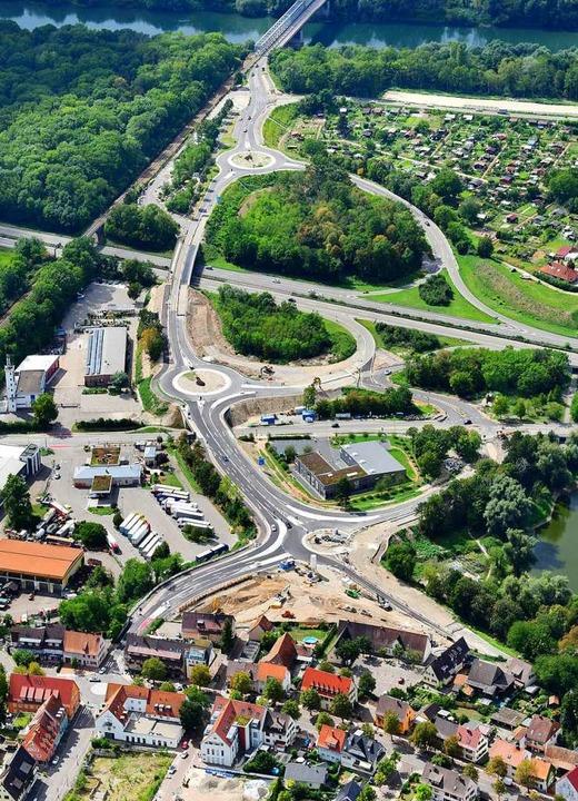 Am Auffälligsten, gerade auch für Ausw...Neuenburg. Hier werden Kreisel gebaut.  | Foto: Erich Meyer