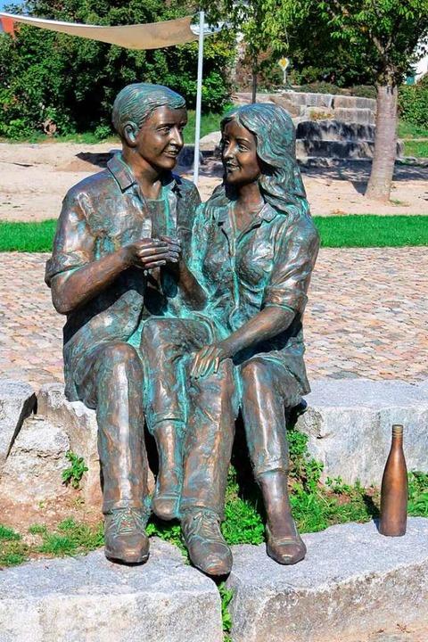 Ob das Skulpturenpaar im Schlosspark v...ätburgunder trinkt, ist nicht bekannt.  | Foto: Michael Behrendt