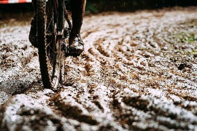 Mountainbiker schmieren im Morast von Dornbirn ab