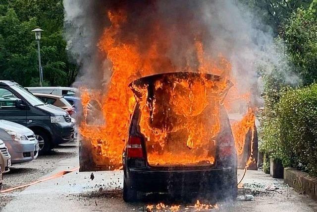 Feuerwehreinsatz in Waldkirch – Auto brennt lichterloh