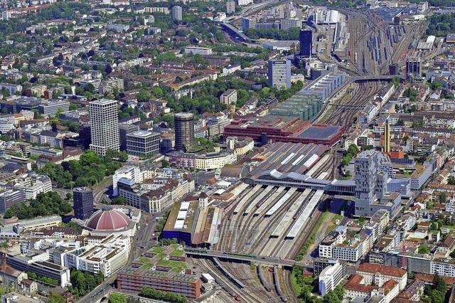 Stadtlandschaft mit Gleisen
