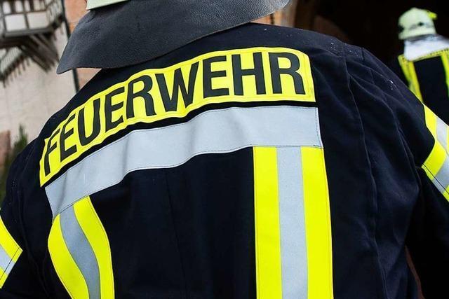 Beim Rheinwaldstadion in Neuenburg ist ein Feuer ausgebrochen