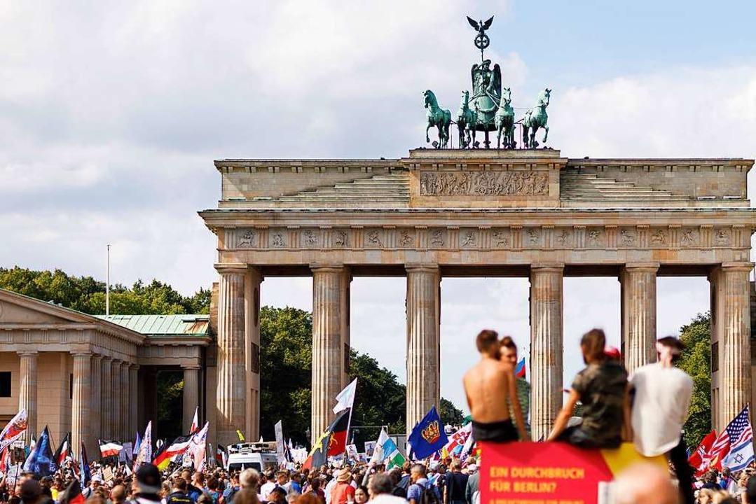 So verschieden die Protestgruppen in B...litikwissenschaftler Rathje überzeugt.    Foto: Christoph Hardt via www.imago-images.de