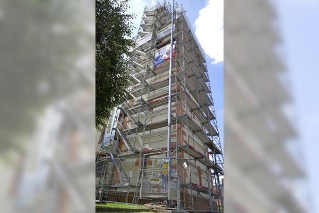 Neuer Glanz für den alten Hauinger Kirchturm