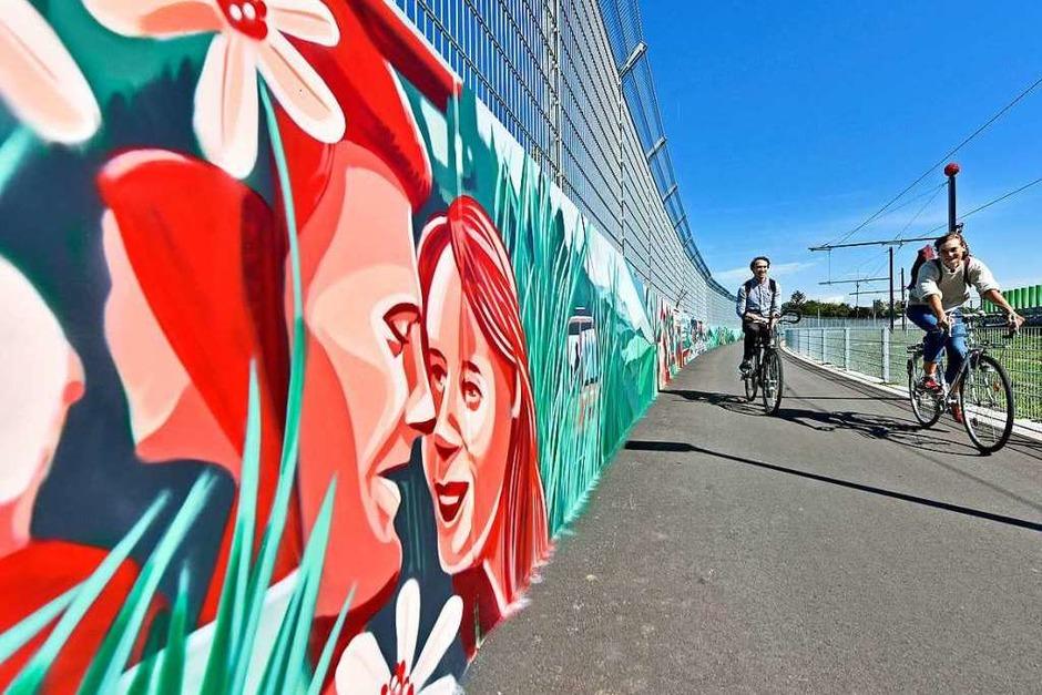 Kunst am Bau. Die künstlerisch gestaltete Wand zwischen SC-Stadion und Messe. (Foto: Michael Bamberger)