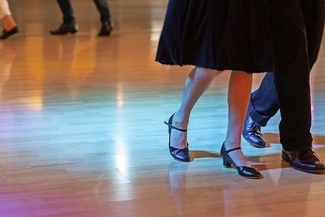 Wie ein Tanzkurs im Kurpark Bad Bellingen trotz Corona gelingen kann