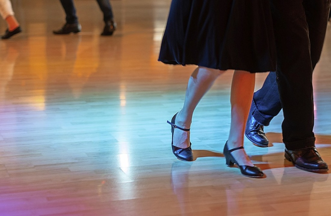 Die FDP glaubt: Tanzen in Corona-Zeiten ist machbar (Symbolbild).  | Foto: Robert Michael (dpa)