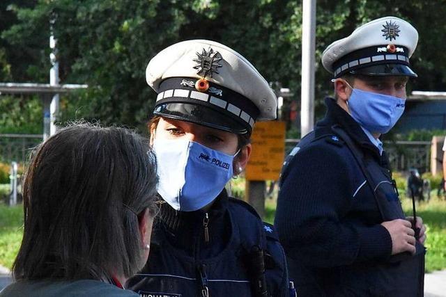 Die Polizei kontrolliert die Maskenpflicht in Bus und Bahn – nur wenige widersetzen sich