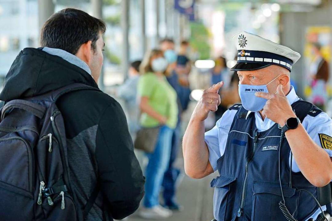 Schau mir auf die Maske, Großer: Die P...11; wie hier am Hauptbahnhof Freiburg.  | Foto: Michael Bamberger
