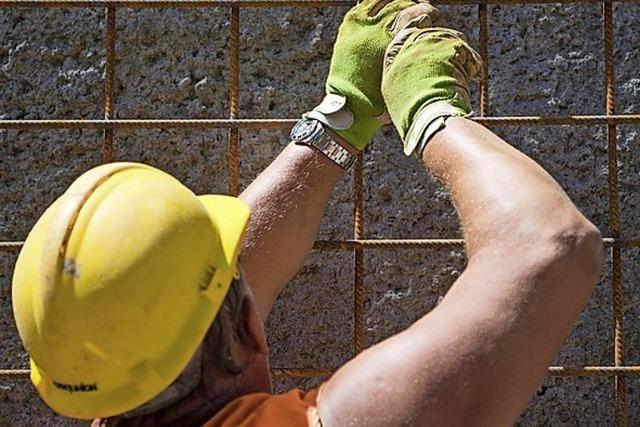 Bauarbeiter bekommen Geld für den Weg