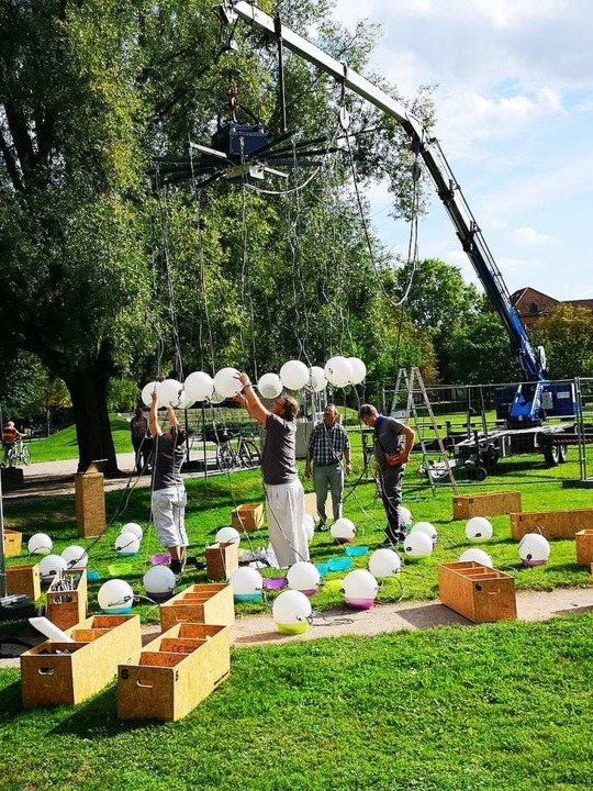 Aufbauarbeiten für den Probelauf am Do...g auf dem Platz der Verfassungsfreunde  | Foto: Ralf Burgmaier