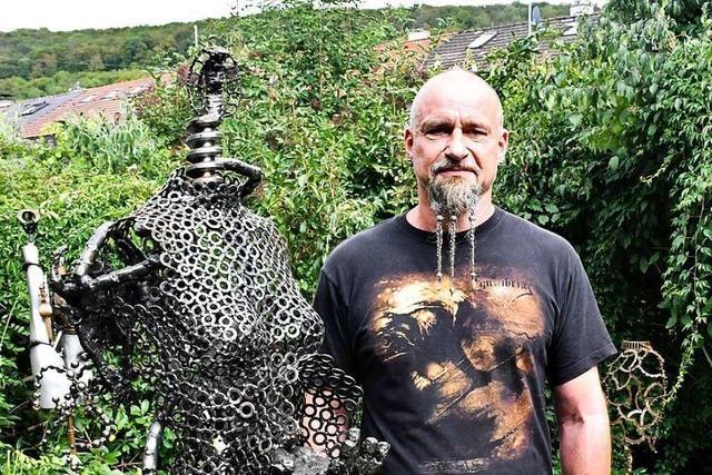Der Schrottkünstler Veikko Peter eröffnet in Lörrach einen Skulpturengarten