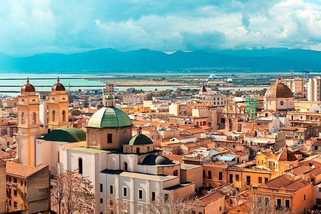 Aussichtsreiche Lage: Die Stadt Caglia...sel schmiegt sich direkt an die Küste.  | Foto: Alessio Orrù  (stock.adobe.com)