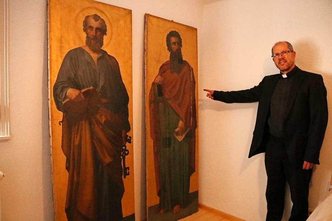 Pfarrer Fabian Schneider sucht Sponsor...n Amelie Bensinger finanzieren helfen.  | Foto: Martha Weishaar