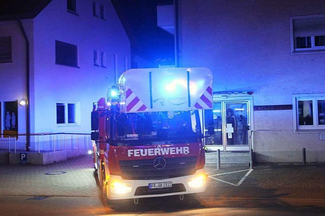 Die Bötzinger Feuerwehr wurde in der N...em Einsatz in die Hauptstraße gerufen.  | Foto: Horst David