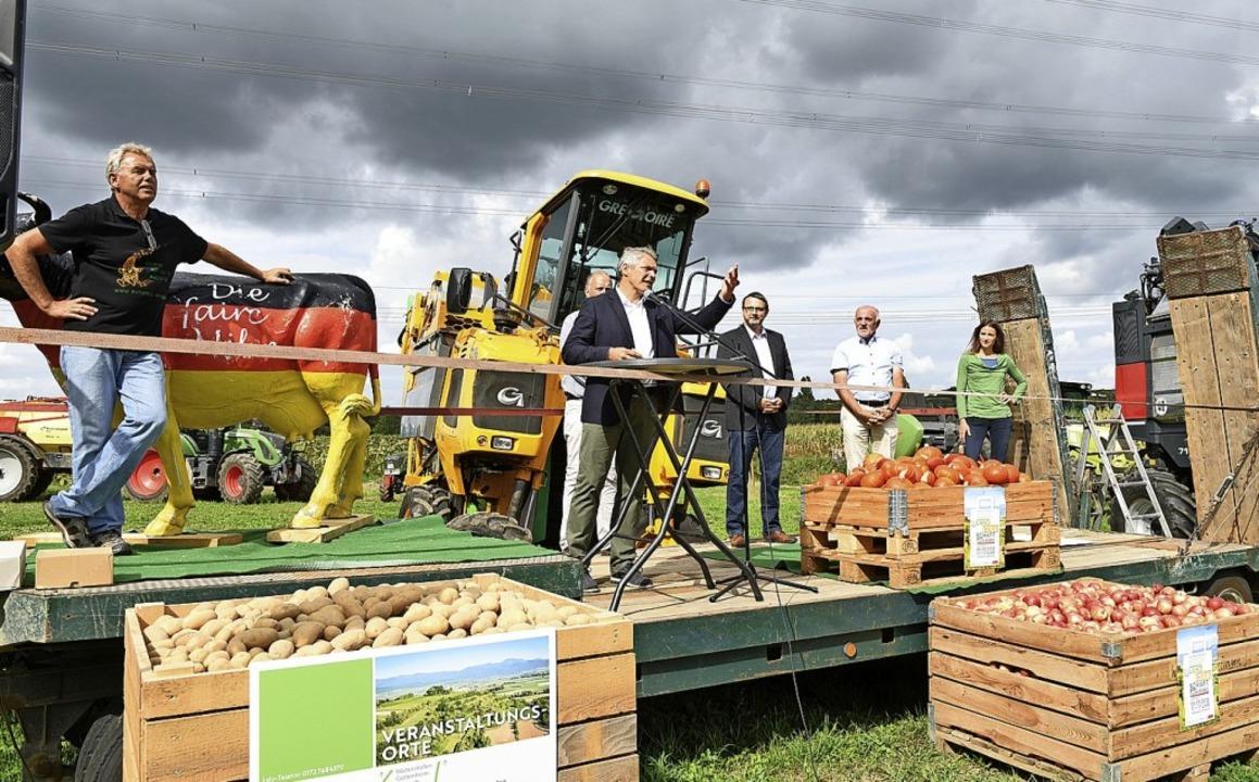 Bürgermeister Stefan Breiter hat den L...ttag beim Maisfeld-Labyrinth eröffnet.  | Foto: Rita Eggstein
