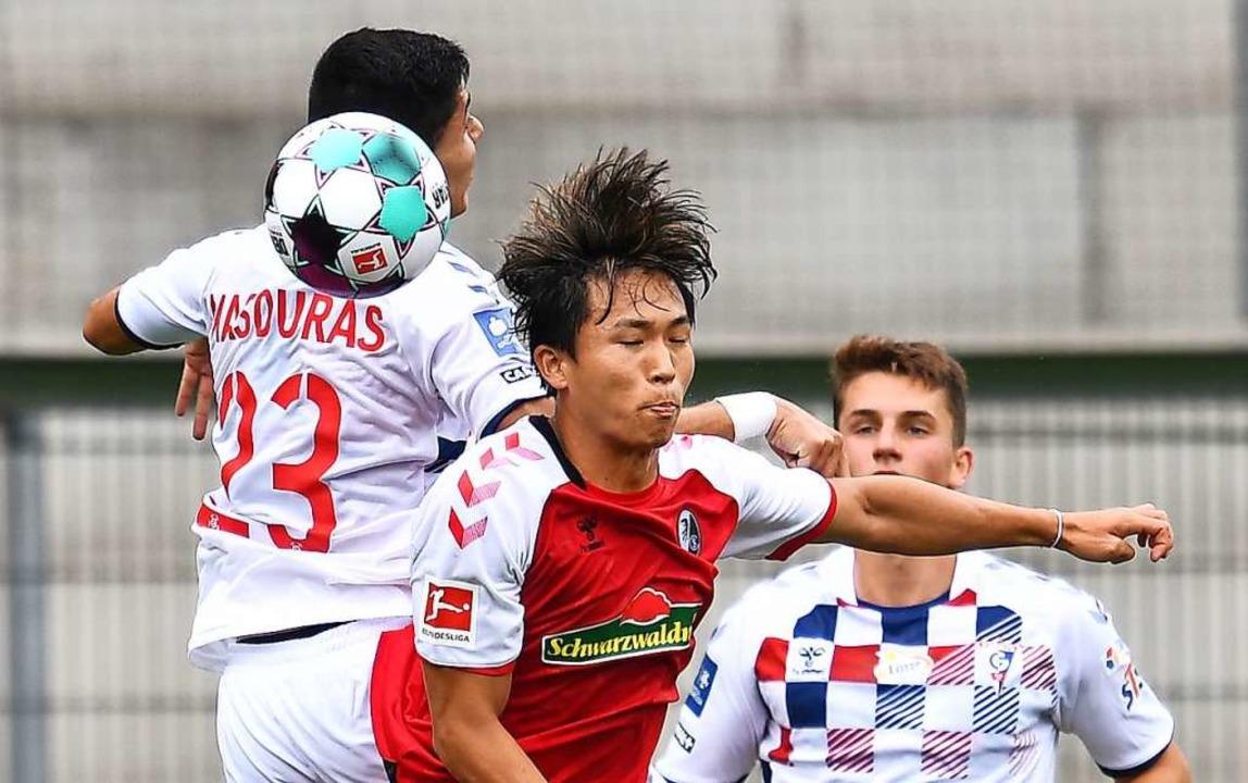 Zweifacher SC-Torschütze: Wooyeong Jeong (rotes Trikot)    Foto: Achim Keller/SC Freiburg