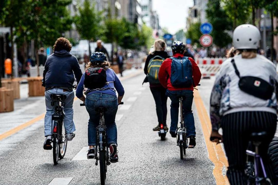 In vielen Städten wurden in der Pandem...reigegeben – wie hier in Berlin.  | Foto: Fabian Sommer (dpa)