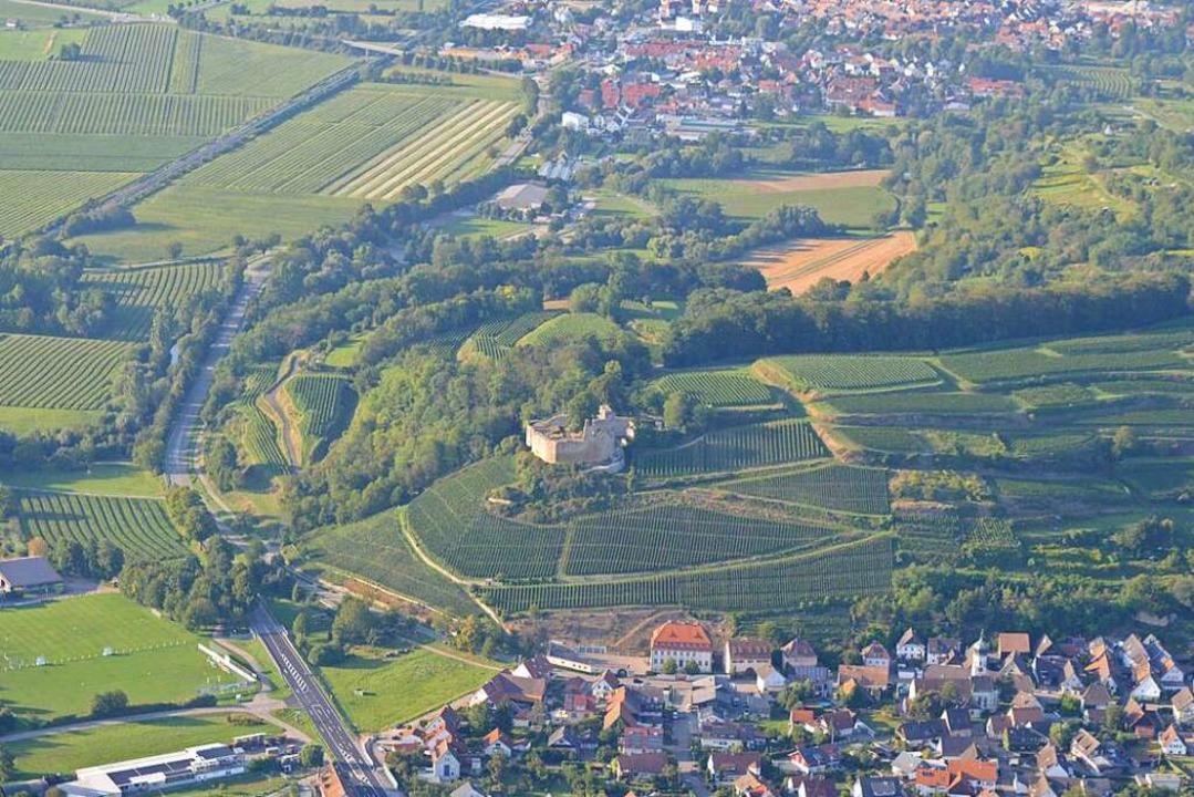 Kenzingen (im Bild oben) und der Ortst...11; und dazwischen die Burg Lichteneck  | Foto: Lena Marie Jörger