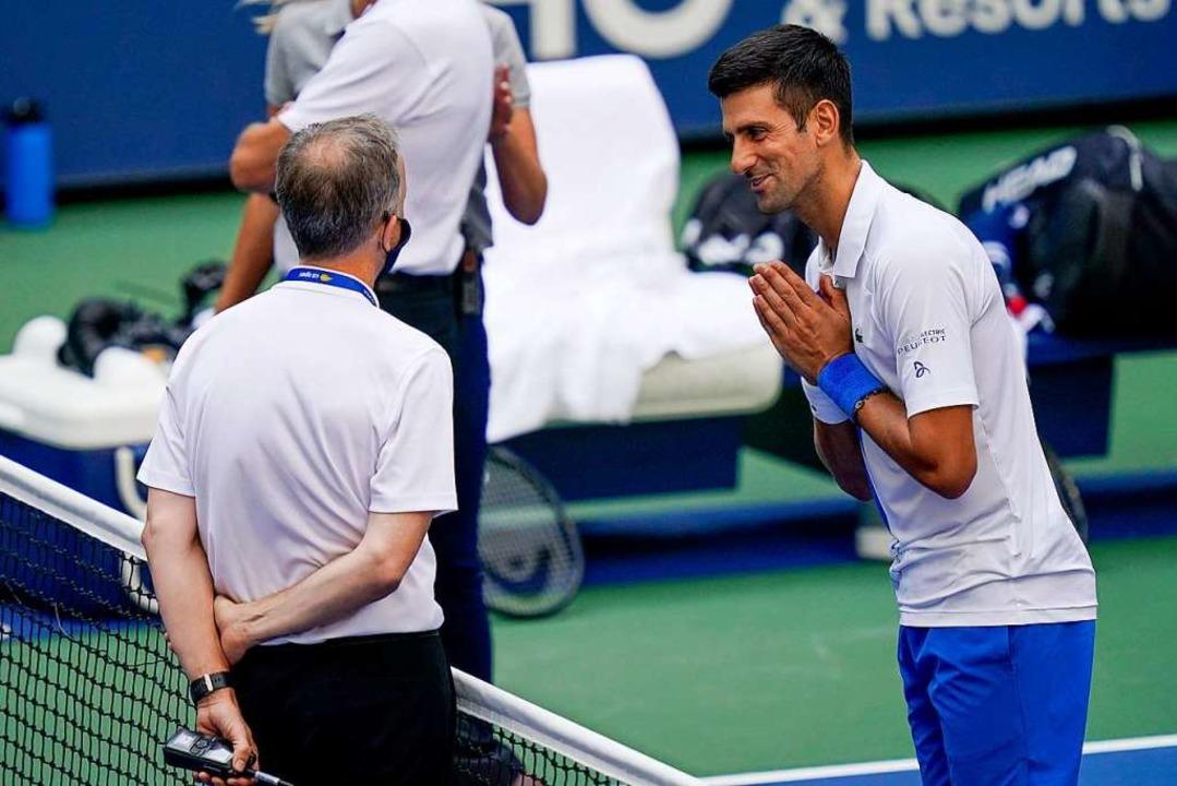 Vergebliches Bitten an den Schiedsrich...e Djokovic vom Turnier ausgeschlossen.    Foto: Seth Wenig (dpa)