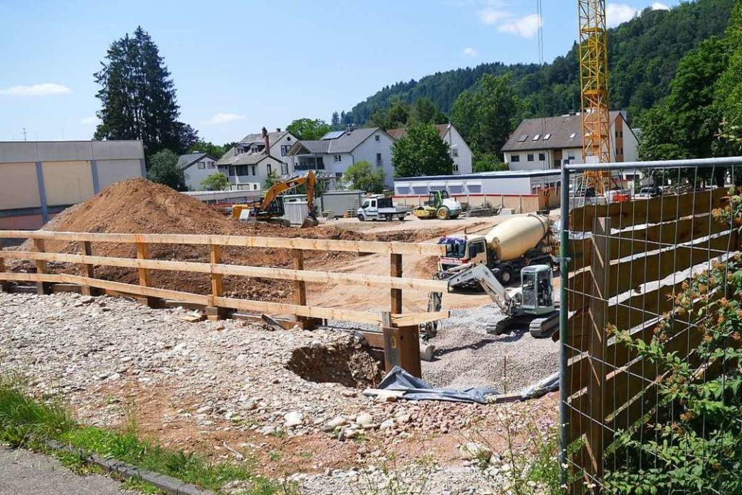 Die Baustelle des Schopfheimer Schulca...s, birgt aber politischen Sprengstoff.  | Foto: Sarah Trinler