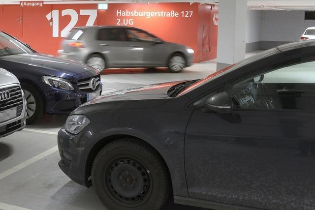 Unbekannter versucht Autofahrer in Tiefgarage in Freiburg zu bestehlen