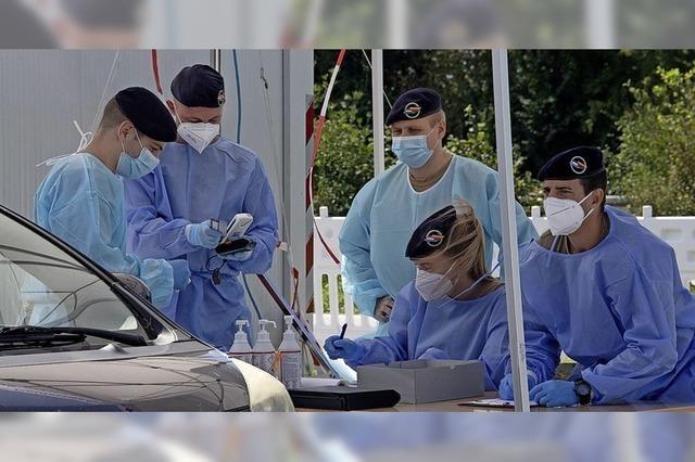 Französische Soldaten helfen an der Corona-Teststation