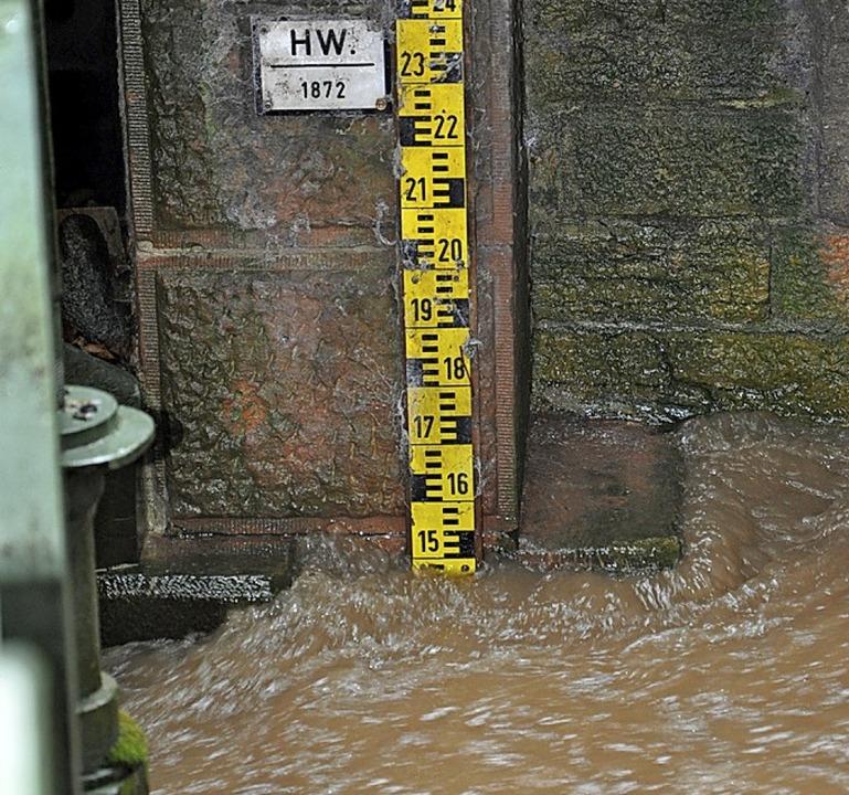 Hochwasserpegel 2013 an der Decker-Brücke: 1872 war's schlimmer.    Foto: Rainer Ruther