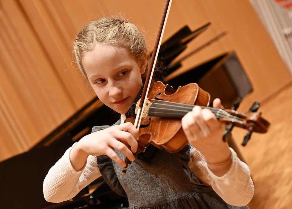 Jugend musiziert: Anna-Lea Marquigny (Violine)    Foto: Rita Eggstein
