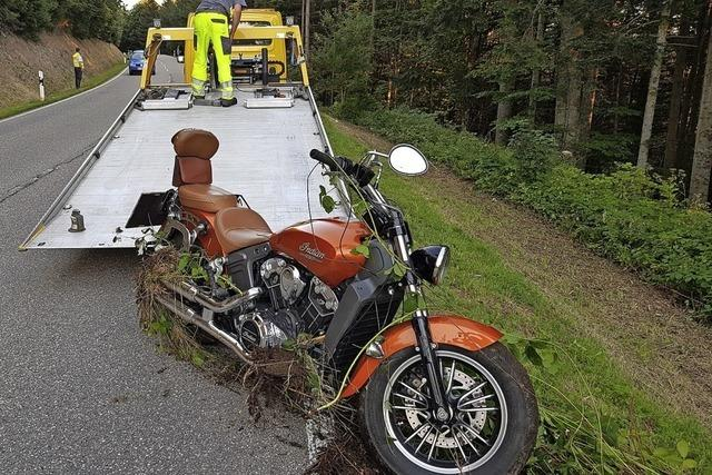 Zwei Motorräder entgehen Zusammenstoß