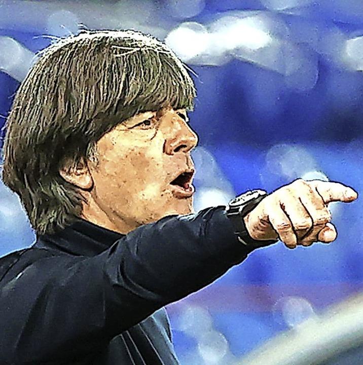 Fingerzeig: Trainer Joachim Löw  | Foto: Christian Charisius (dpa)