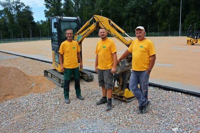 Der Kunstrasenplatz in Haltingen ist noch nicht grün, aber fast fertig