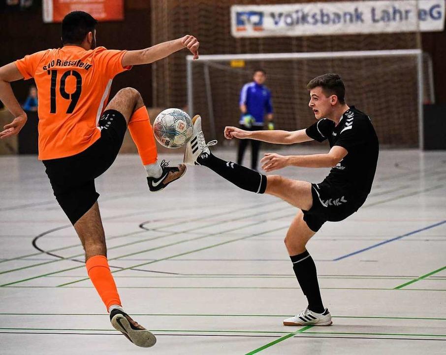 Wie soll Hallenfußball unter Corona-Regeln funktionieren?  | Foto: Patrick Seeger