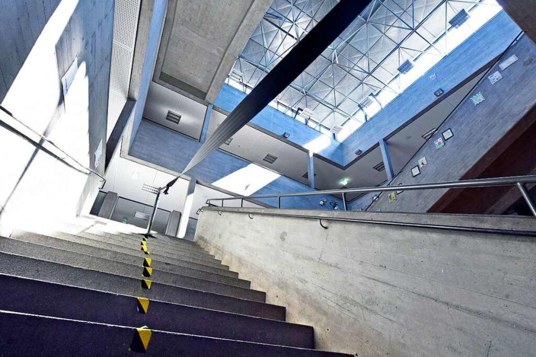 Getrennte Treppen im Droste-Hülshoff-Gymnasium in Freiburg.  | Foto: Michael Bamberger