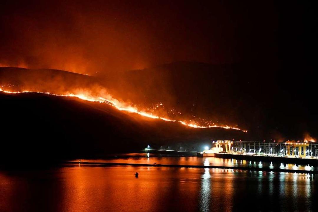 Das Cold Springs Canyon/Pearl Hill-Feuer im Bundestaat Washington.    Foto: Tyler Tjomsland (dpa)