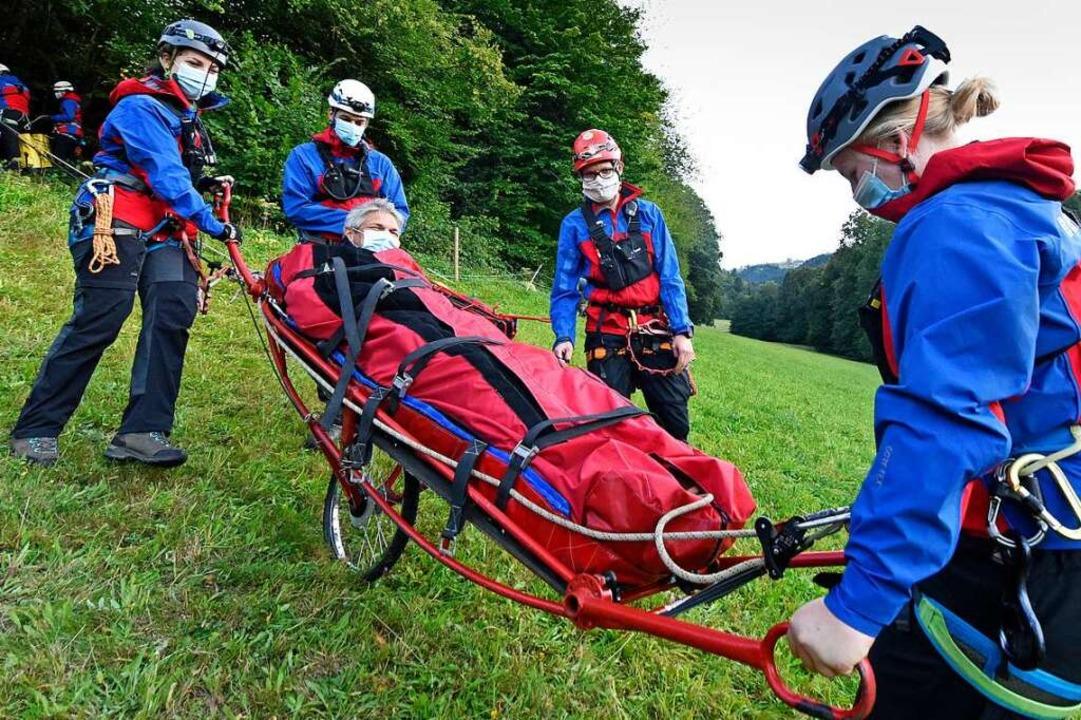 Auch bei Finanzdezernent Stefan Breite...gen von der Bergwacht alles im Griff.   | Foto: Michael Bamberger