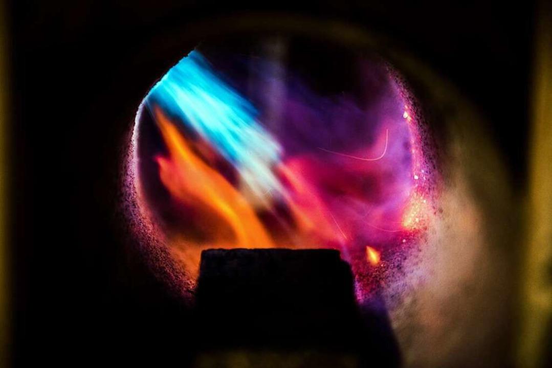 Im  Feuer  geboren: In der Gasesse wird der Stahl erhitzt.  | Foto: Paul Jaroslawski